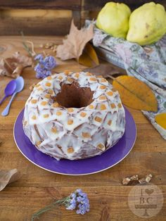 Bundt cake de queso, membrillo y nueces