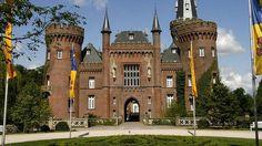 Das Museum Schloss Moyland beherbergt die ehemalige Privatsammlung der Brüder van der Grinten, die mit dem deutschen Künstler Joseph Beuys in Kontakt standen