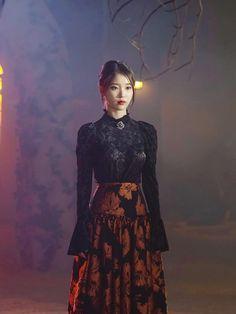 Classy Outfits, Stylish Outfits, Fashion Outfits, Korean Celebrities, Celebs, Luna Fashion, Iconic Dresses, Moda Vintage, Korean Actresses