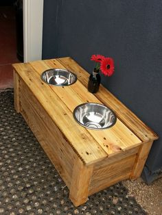 100% recycled pallet doggy dining table. Custom made to the comfort and height of the dog. This one is for Charlie, our English Pointer! :) Submitted by: Haniel Wilson !…