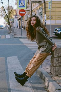 photo I aesthetic Pants Banana Pants Womens Trousers High waist pants Vintage Style Sand col Model Poses Photography, Urban Photography, Vintage Style Photography, Western Photography, Photography Sketchbook, Summer Photography, Photography Classes, Shotting Photo, Foto Casual