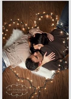 christmas couple love - cute family photo idea for next Christmas card with the kids Couple Photography, Engagement Photography, Photography Poses, Wedding Photography, Christmas Photography Couples, Sweets Photography, Anniversary Photography, Holiday Photography, Picture Poses