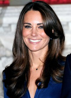 The Duchess of Cambridge's beauty transformation. See her make-up and hairstyle files - from Kate Middleton to The Duchess of Cambridge Style Kate Middleton, Kate Middleton Outfits, Middleton Family, Royal Hairstyles, Latest Hairstyles, Duchesse Kate, Herzogin Von Cambridge, Kate And Pippa, Princesa Mary