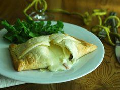 Tomino in crosta con speck e champignon http://blog.giallozafferano.it/passionecooking/tomino-in-crosta-con-speck-e-champignon/
