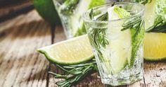 Recette de Limonade brûle-graisse au citron vert, miel, gingembre et romarin anti-graisse. Facile et rapide à réaliser, goûteuse et diététique.