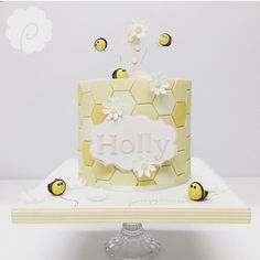 Bumblebee Bat, Bee Cakes, Themed Birthday Cakes, Bee Theme, Bat Mitzvah, Celebration Cakes, Cake Designs, Honeycomb, Cake Decorating