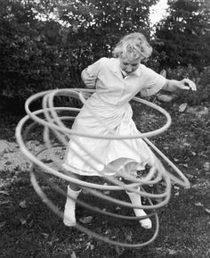 I could do this all day long. In my neighborhood we had hula hoops contest: how long you could spin and how many at one time. I think mine was over 5 minutes 5 hula hoops at one time. My Childhood Memories, Sweet Memories, Michel Leiris, Vintage Photos, Old Photos, Vintage Ideas, Vintage Photographs, 1950s Toys, 1960s