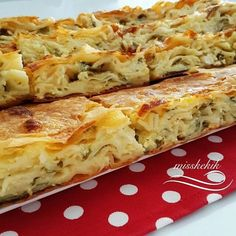 Miss Kekik: Su Böreği Tadında Makarnalı Börek Miss Thyme: Gebäck mit Gebäckgeschmack Pasta Torte, Pasta Pie, Turkish Recipes, Ethnic Recipes, Salty Snacks, Tasty, Yummy Food, Bread And Pastries, Easy Cake Recipes