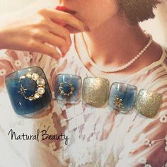 ネイル 画像 Natural Beauty 赤坂 1666447 ネイビー ゴールド チーク 夏 秋 ソフトジェル フット ショート Nail Designs Toenails, Cute Pedicure Designs, Simple Nail Art Designs, Toe Nail Designs, Summer Holiday Nails, Christmas Nails, Pretty Toe Nails, Pretty Toes, Cute Pedicures
