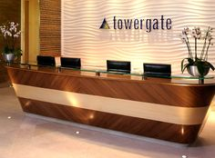 Office Reception Desk Furniture - Used Home Office Furniture Check more at michael-malarkey. Hotel Reception Desk, Modern Reception Desk, Office Reception Area, Reception Desk Design, Reception Furniture, Reception Areas, Lobby Design, Bureau Design, House Minimalist