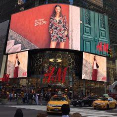Otro diseño espectacular de una tienda de H&M en Time Square - Gran trabajo de marketing de H&M en NY #handm #timessquare #retail #store #nyc