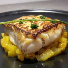 Cod back with caramelized mangos - Venturino - - Dos de cabillaud aux mangues caramélisées Cod back with caramelized mangos – Ingredients: 4 cod back, 2 mangoes, 4 tbsp. honey, 25 grams of butter, Juice of a lemon Fish Recipes, Seafood Recipes, Paleo Recipes, Cooking Recipes, Chefs, Mango, Good Food, Yummy Food, Fish Dishes