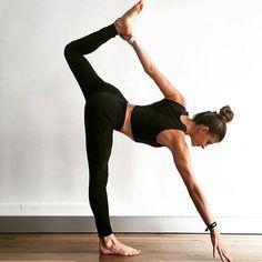 #BANDIERgirl reaching for the weekend like... #yoga #yogaposes #yogafitness #yogatraining #yogapinterest #yogaforbegginers