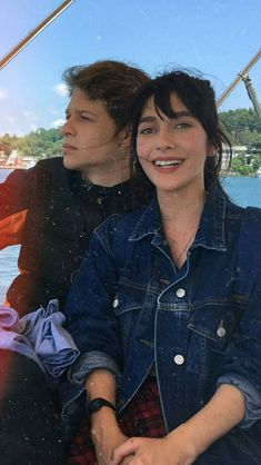En sevdiklerim 🎀 and Turkish Beauty, Handsome Actors, Turkish Actors, Series Movies, Couple Goals, Barista, First Love, Romantic, Couple Photos