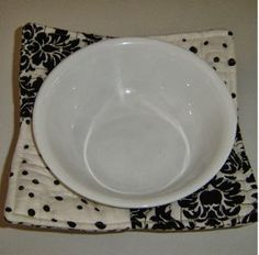 Microwave Bowl Holder | AllFreeSewing.com This is a great way to brighten up the kitchen too..