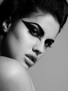 Google Image Result for http://favim.com/orig/201106/23/black-and-white-fashion-fashionserved-girl-makeup-model-Favim.com-80489.jpg
