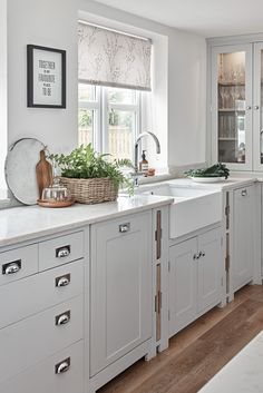 Neptune Suffolk Kitchen Counter and Deep Sink Open Plan Kitchen Living Room, Home Decor Kitchen, Country Kitchen, Kitchen Interior, Home Kitchens, Barn Kitchen, Neptune Kitchen, Neptune Home, New Kitchen Designs
