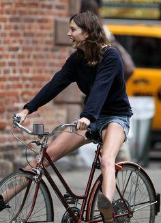 bon look, street style, american and european style Bicycle Women, Bicycle Race, Bicycle Girl, Cycle Chic, Bon Look, Alexa Chung Style, Urban Bike, Urban Cycling, Cycling Girls