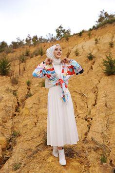 Korean Fashion Dress, Muslim Fashion, Hijab Fashion, Asian Bridal Dresses, Abaya Designs, Stylish Dresses For Girls, Islamic Clothing, Mode Hijab, Hijab Outfit