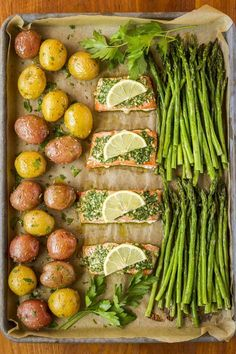 25 Quick and Easy Sheet Pan Meals – tastythin Baked Salmon And Asparagus, Oven Baked Salmon, Baked Salmon Recipes, Asparagus Recipe, Salmon Meals, Pesto Salmon, Salmon Dinner, Baking Salmon In Oven, Sheet Pan Dinners Salmon