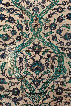 Topkapi Palace, Istanbul, Turkey I LOVE this Iznik tile with the blue and turquoise. Turkish Tiles, Turkish Art, Islamic Tiles, Islamic Art, Empire Ottoman, Turkish Design, Decorative Tile, Ceramic Painting, Tile Art