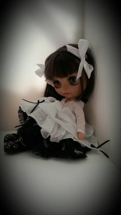 Light and dark.dress for blythe by MinniebloomersDesign on Etsy