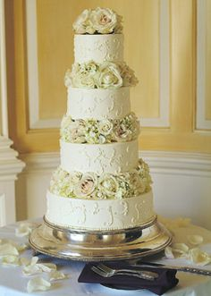Cake Shape:  Round Or Oval  Color:  White/Ivory  Real Weddings:  Real Weddings  Wedding Style:  Classic  Toppers:  Flowers  Type:  Flowery  Featured In:  Sharifa and Rajah in Ipswich, MA       SHARIFA AND RAJAH IN IPSWICH, MA   The couple selected a chocolate cake frosted in buttercream by Jenny's Wedding Cakes in Amesbury. Lush white roses and hydrangea garnished each tier.