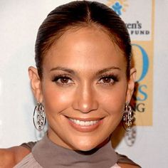 Jennifer Lopez (2008) love the earrings!