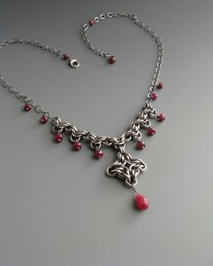 Collar Chainmaille bizantino con Ruby por WolfstoneJewelry en Etsy, $125.00