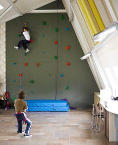 Wayne-Hemingway-house-with-climbing-wall