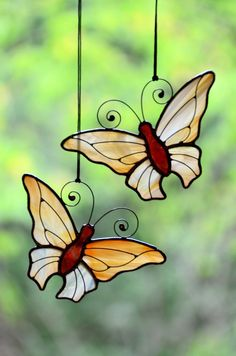 Stained glass butterfly, garden butterfly, glass suncatcher can be beautiful dec. Stained Glass Ornaments, Stained Glass Birds, Stained Glass Suncatchers, Stained Glass Crafts, Stained Glass Designs, Stained Glass Patterns, Stained Glass Windows, Glitter Ornaments, Handmade Ornaments