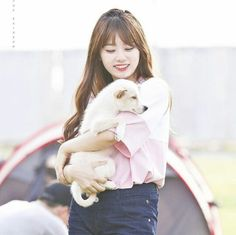IOI - Kim SoHye 김소혜 being a puppy with a puppy
