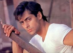 The handsome salman khan in angry mood. Salman Khan Young, Salman Khan Quotes, Salman Khan Wallpapers, National Film Awards, Bollywood Updates, Vintage Bollywood, Handsome Actors, Bollywood Stars, Pics Art