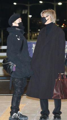 Bts Airport, Airport Style, Airport Fashion, Bts Suga, Bts Bangtan Boy, K Pop, Bts Christmas, Namjoon, Seokjin
