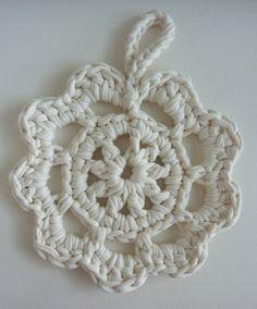 Pitsipatalappu ohjeineen Crochet Flowers, Diy And Crafts, Diys, Crochet Necklace, Handmade, Jewelry, Sun, Wind Chimes, Flower
