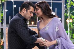 Bollywood news and gossip, Latest movie releases Box Office Collection: Prem Ratan Dhan Payo enters 200 Crore Club Bollywood Costume, Bollywood Outfits, Bollywood Couples, Bollywood News, Bollywood Actress, Dress Indian Style, Indian Wear, Indian Outfits, Sonam Kapoor Saree