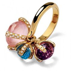We share with you fashion jewelry in this photo gallery.