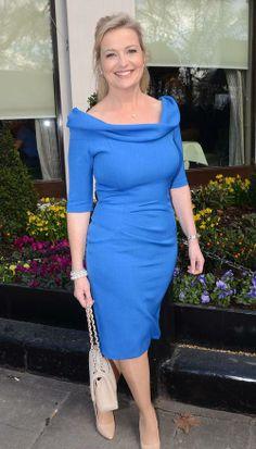Carol Kirkwood is a Scottish weather presenter, best known for being a presenter on BBC Breakfast and Victoria Derbyshire. Sexy Older Women, Sexy Women, Curvy Women Fashion, Girl Fashion, Carol Kirkwood, Gentleman, Tv Girls, Voluptuous Women, Timeless Fashion