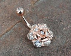 Rose Gold Crystal Rose Belly Button Navel Ring by HumbleHipp. - Rose Gold Crystal Rose Belly Button Navel Ring by HumbleHippy Piercing Implant, Spiderbite Piercings, Bellybutton Piercings, Peircings, Cute Bellybutton Rings, Cartilage Earrings, Tattoo Und Piercing, Daith Piercing, Cute Belly Rings