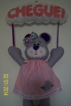Enfeite de porta para meninas, feito de feltro, caseado todo a mão, produto 100% artesanal. Encomendas por email  livreartes@hotmail.com