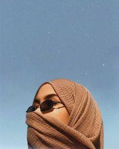 New womens strong pose 17 Ideas Casual Hijab Outfit, Hijab Chic, Hijabi Girl, Girl Hijab, Modern Hijab Fashion, Muslim Fashion, Muslim Girls, Muslim Women, Niqab