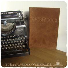 Maatwerk: gastenboek (A4) op maat met relief letters en een stevige kaft bekleed met suède. Wil je ook een boek op maat? Mail naar info@schrijf-boek-winkel.nl voor meer informatie.