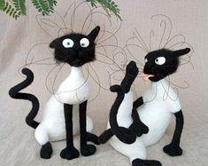 Unique woolen toys by PuntikvaStore on Etsy Needle Felted Animals, Felt Animals, Needle Felting, Needle Felted Ornaments, Felted Wool Crafts, Wooly Bully, Cute Animal Illustration, Black Cat Art, Felt Cat