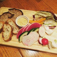 画像5 : テラス席も人気な「ロイヤルガーデンカフェ」でオーガニック料理を楽しもう♩ │ macaroni[マカロニ]
