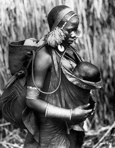 Africa | A Kikuyu Mother and Child. Kenya | © Bettmann