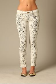 Awesome stenciled jeans!