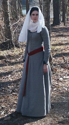 Wool Gothic Fitted Dress / Cotehardie by Laura Parker. One of my all time favorite medieval ensembles. So simple and elegant!