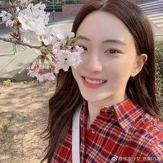 Yuehua Entertainment, Starship Entertainment, Kpop Girl Groups, Kpop Girls, Xuan Yi, Cosmic Girls, Girl Bands, Girl Photos, Girlfriends