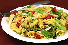 going on a recipe binge tonight, it's clearly almost dinner time - Pesto Pasta with Chicken, Asparagus, & Arugula