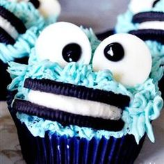 """Cookie Monster cupcakes for your """"Sesame Street"""" fan. Cookie Monster cupcakes for your """"Sesa. Cookie Monster Cupcakes, Cupcake Cookies, Yummy Cupcakes, Oreo Cupcakes, Gourmet Cupcakes, Strawberry Cupcakes, Easter Cupcakes, Flower Cupcakes, Velvet Cupcakes"""